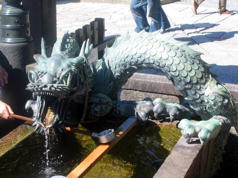 Cool dragon fountain that we saw…um…somewhere
