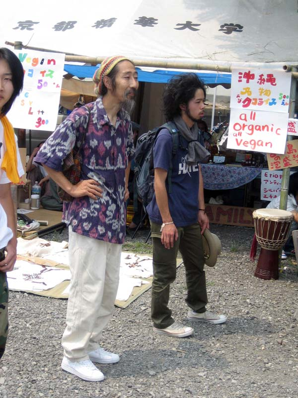 Japanese Hippies!  Are these not the hippiest hippies you ever did see?