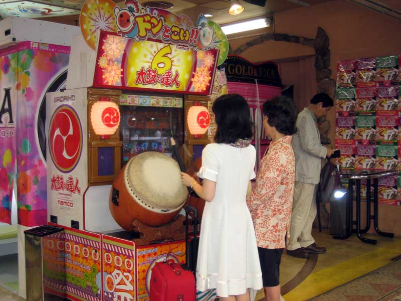 The Obaachan powers aren't just limited to bicycles, either.  They're also Taiko no Tatsujin…no tatsujin!