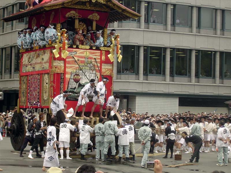 A snapshot from the Grand Procession in 2005.