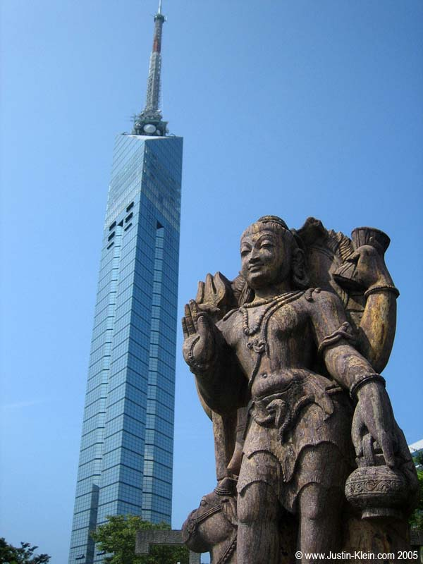 A statue in front of Fukuoka Tower