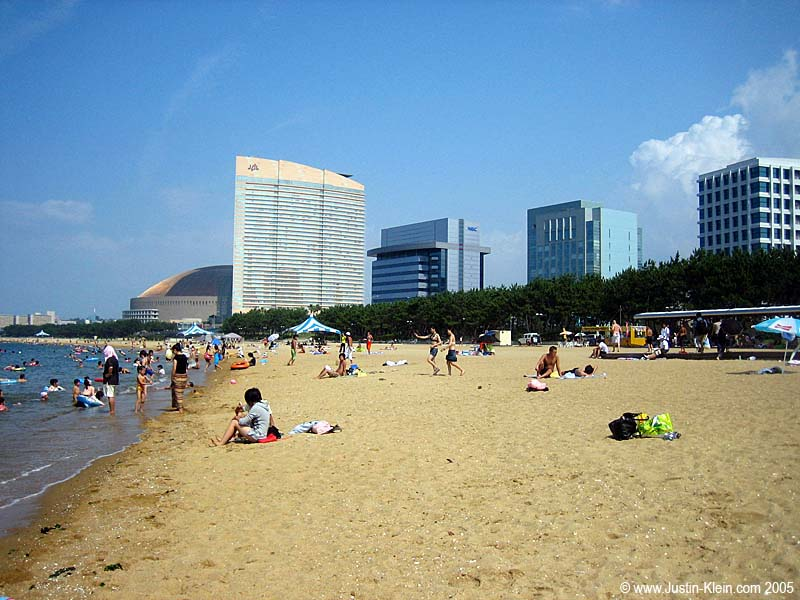 The beach in Fukuoka with the sports arena visible in the background.  It almost looks like a painting, doesn't it?