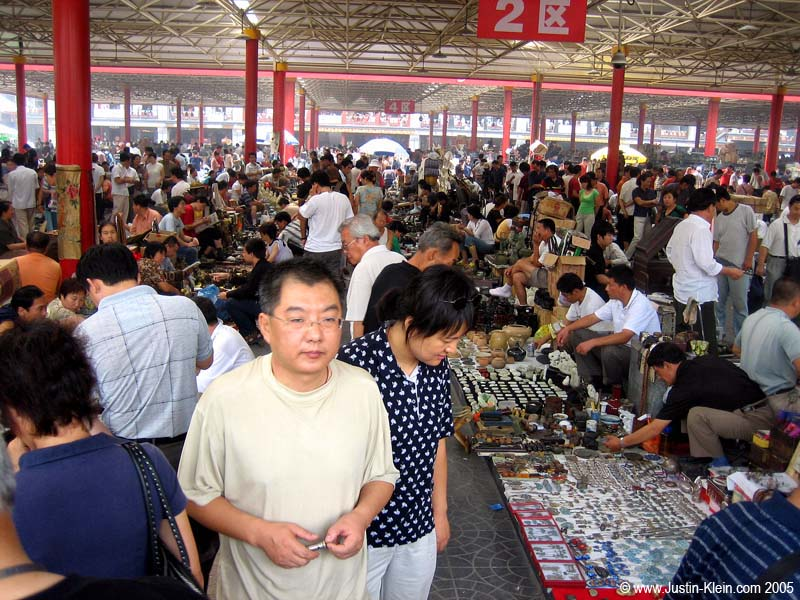 An overview of the flea market we visited in Beijing.