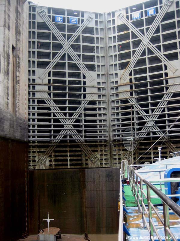 The enormous metal doors leading to the next lock, before the water level has risen.
