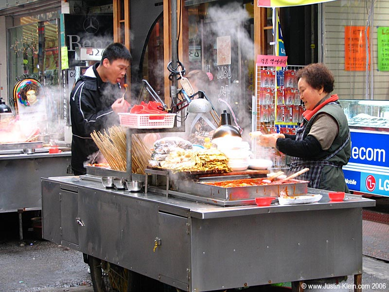 I&#8217;ve said it before, I&#8217;ll say it again: they <b>love</b> their street food in Korea.