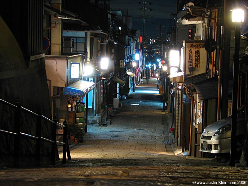 Speaking of magnificence…here's the small Kyoto sidestreet that was right behind me when I took the previous photo.