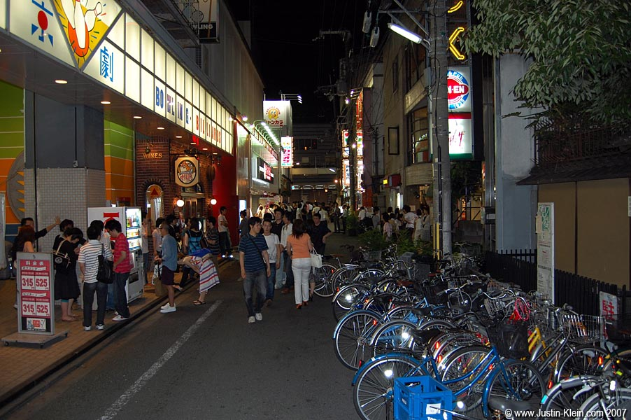 The Kiyamachi sidestreet leading to Hub (visible on the left).