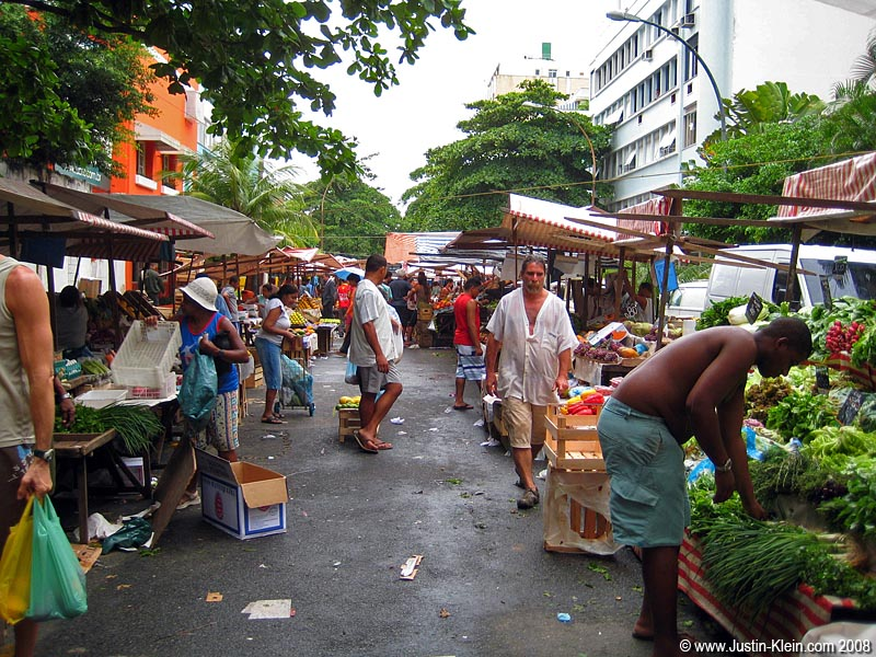 With Silvia's help, we came up with a number of activities to try and pass the rainy days.  One of them was this interesting yet small street market.  Cleanliness is next to godliness!