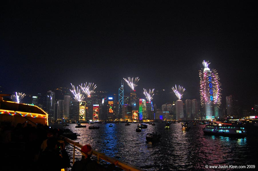 Fireworks from a boat in Victoria's Harbor.  Officially my first photo with a 2009 watermark! ; )