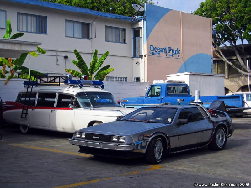 Rather than posting a photo of the gym itself, this was taken right across the street from it: the DeLorean from Back to the Future <i>and</i> the Ghostbusters car!  There's no question about it, I'm back in California.