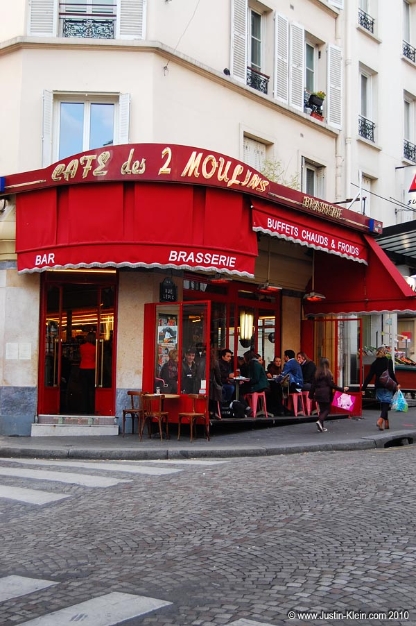 If you&#8217;ve ever seen the movie <i>Moulin Rouge</i>, you might recognize this as the cafe where the heroine Amélie worked.