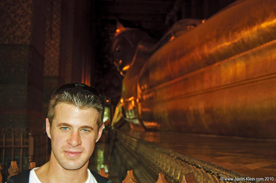The famous giant reclining Buddha at Wat Pho.
