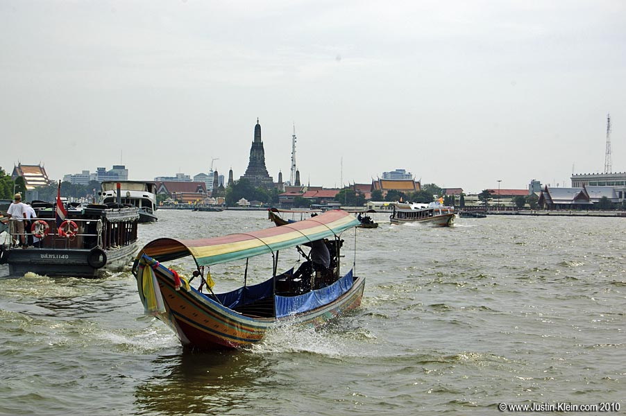 Crossing the river and heading to Wat Arun.