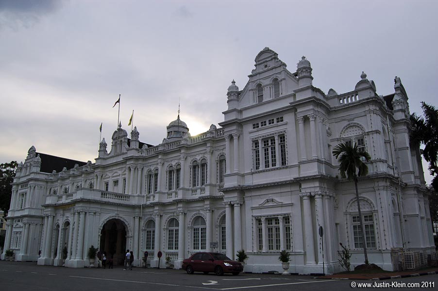 The impressive City Hall.