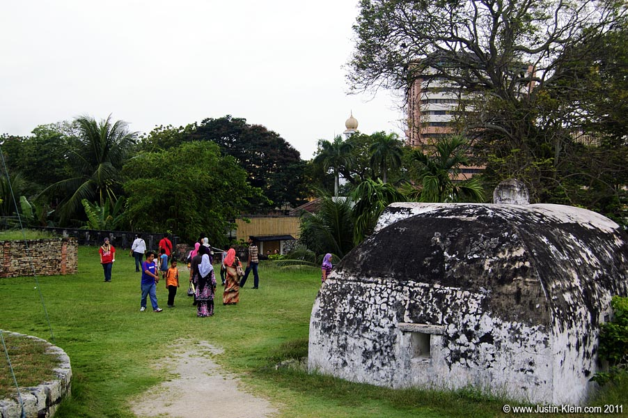 Tourists at Fort Cornwallis.