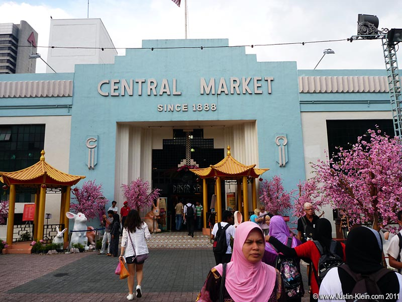Walking Tour Stop #2: Originally a wet market for the miners of old Kuala Lumpur, Central Market now houses a colorful collection of touristy handicraft shops and stalls.