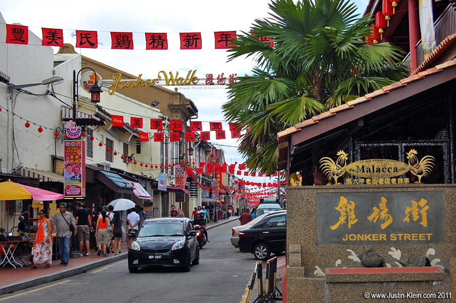 During the week, Jonker Walk is actually a pretty normal road – fully opened to vehicular traffic.