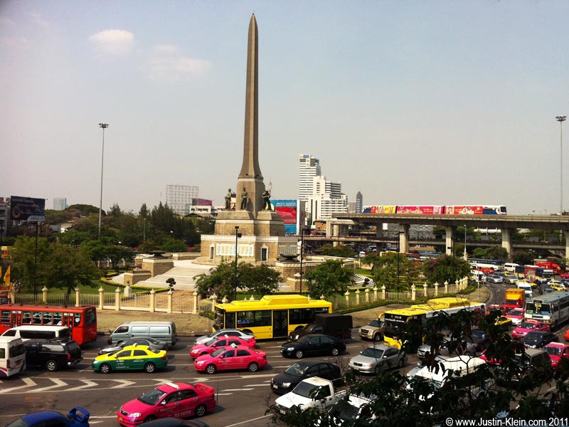 Victory Monument: My neighborhood of choice.