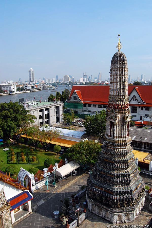 Wat Arun and the Bangkok skyline.