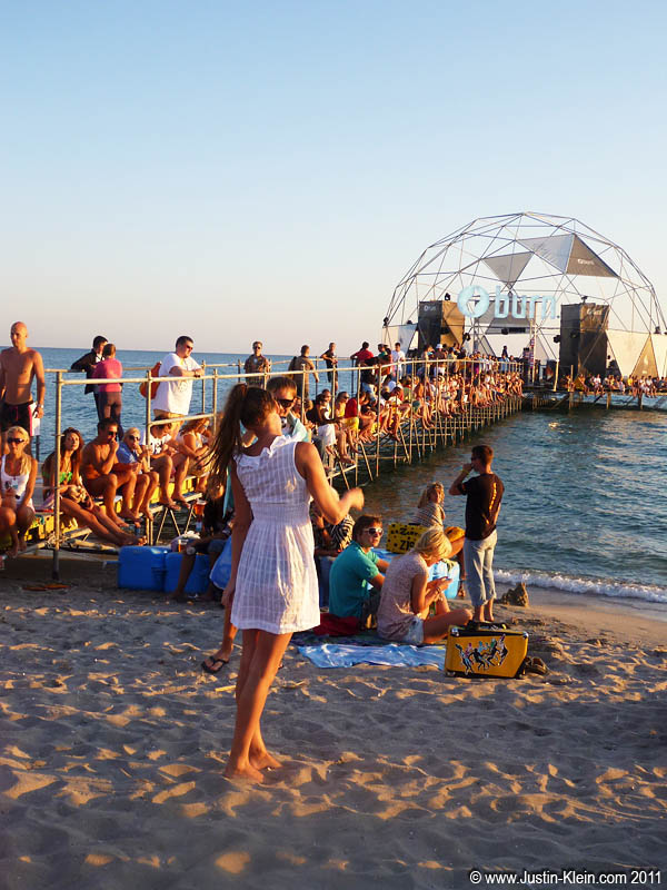 Gathering to watch the sunset – a daily tradition at KaZantip.