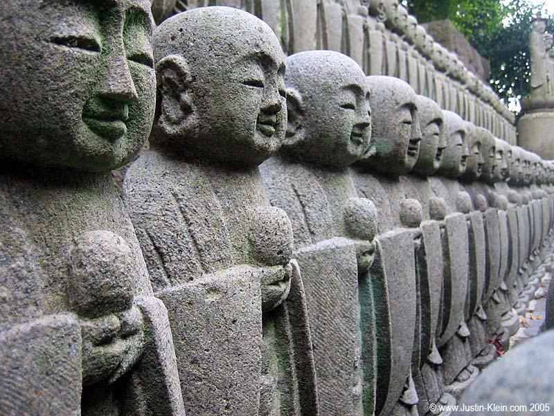 Stone statues in Kamakura (Post)