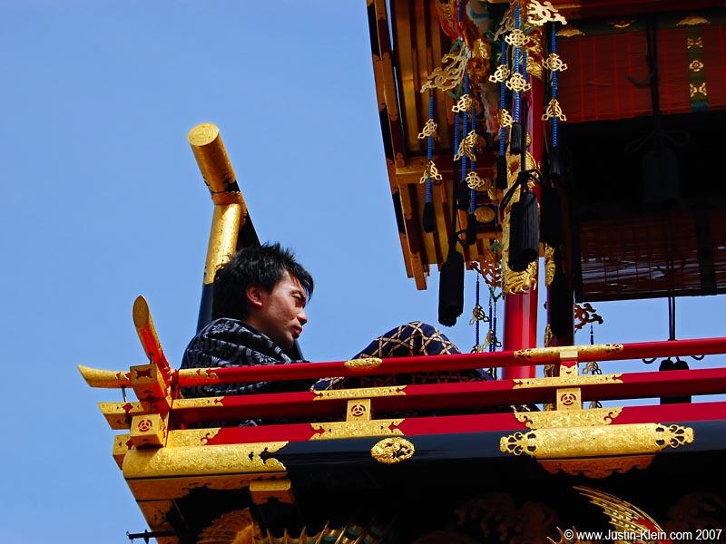 Taking a quick breather during the Takayama Matsuri